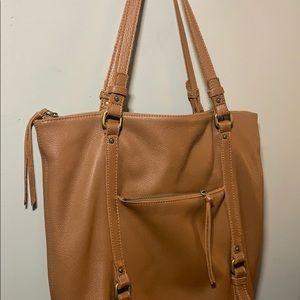 👋🏻  100% leather shoulder bag!  So soft!!  👋🏻